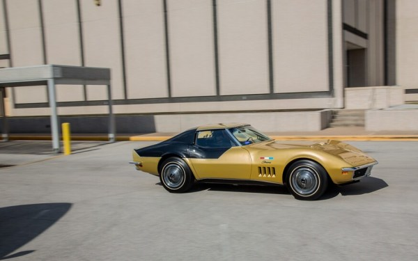 1969-Chevrolet-Astrovette-side-in-motion-2